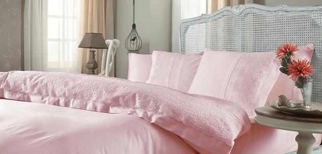 постель розовых оттенков