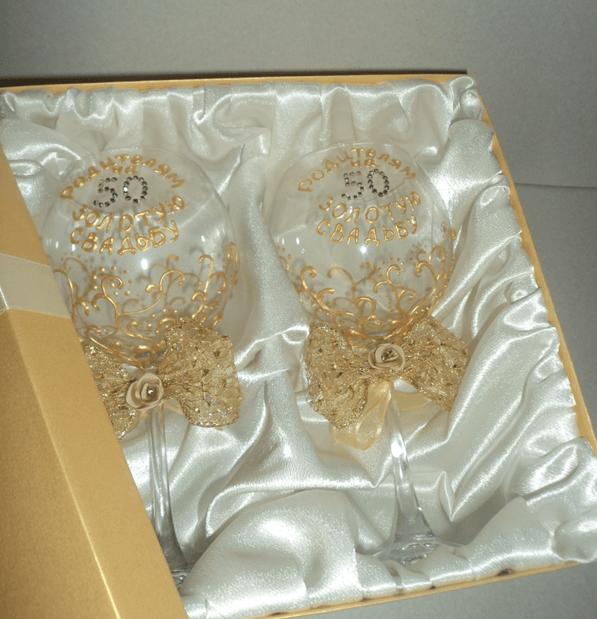бокал с золотой росписью