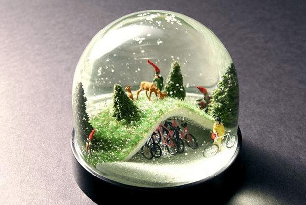 Снежный шар, сделанный из круглой банки