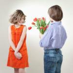 Что подарить на 8 марта девочкам в классе или в детском саду. Идеи подарков и поздравлений для одноклассниц