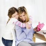 Подарки маме на 8 марта. Идеи оригинальных подарков, которые может выбрать или сделать своими руками дочь для мамы