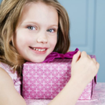 Оригинальные подарки девочкам на 8 марта: дочке, подруге, однокласснице