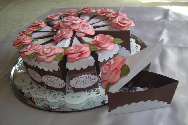 Подарочные коробочки в виде кусочков тортика